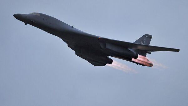Il bombardiere B-1B delle forze aeree USA. (Foto d'archivio) - Sputnik Italia