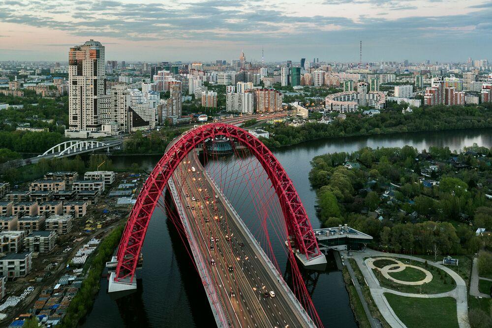 Il ponte Zhivopisny (Pittoresco) a Mosca.