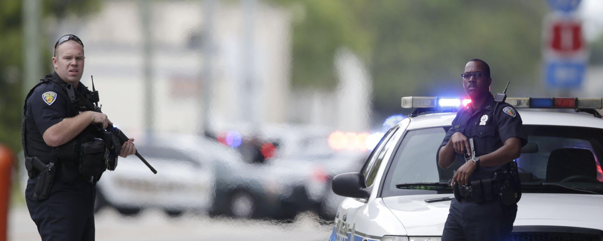 Agenti di polizia negli Usa - Sputnik Italia, 1920, 23.02.2018