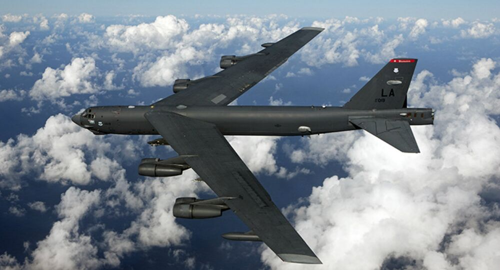 Bombardiere strategico americano B-52 nella base di Fairford