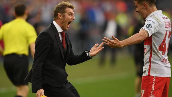 Massimo Carrera esulta insieme al centrocampista dello Spartak Mosca Roman Zobnin - Sputnik Italia
