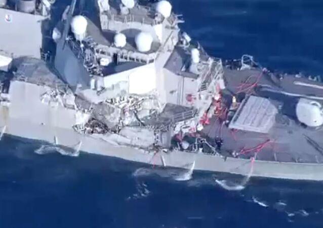 Cacciatorpediniere USA  Fitzgerald danneggiato dopo scontro con nave mercantile