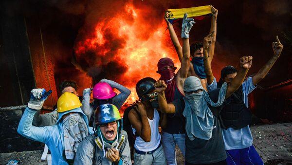 Антиправительственная демонстрация в Каракасе - Sputnik Italia