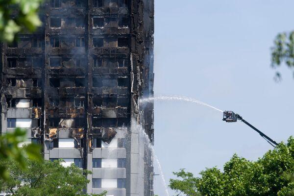Un incendio in un edificio residenziale a Londra. - Sputnik Italia
