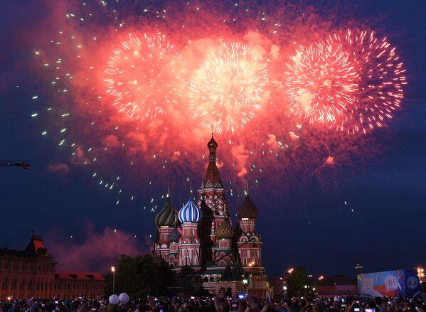 I fuochi d'artificio dedicati al Giorno della Russia. - Sputnik Italia