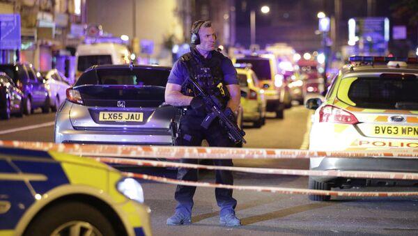 Un poliziotto a Finsbury Park, Londra. - Sputnik Italia