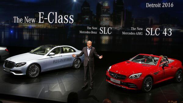 Due automobili Mercedes - Sputnik Italia