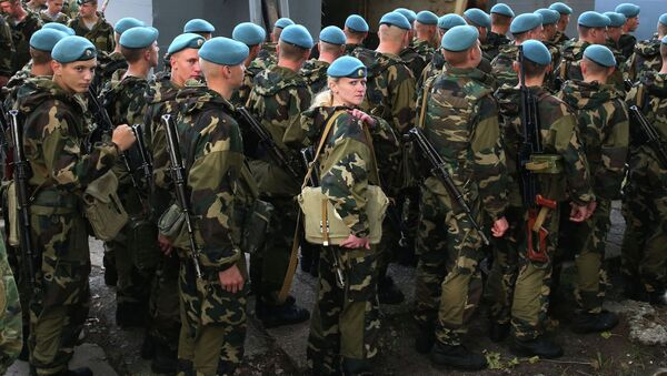 Belarusian paratroopers arrive for Zapad-2013 Drills - Sputnik Italia