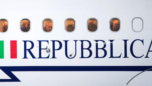 L'aereo del presidente italiano Sergio Mattarella all'aeroporto Vnukovo-2 a Mosca - Sputnik Italia
