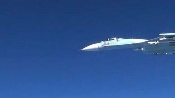 Aereo spia americano RC-135U intercettato da caccia russo Su-27 nel Baltico (19 giugno 2017) - Sputnik Italia