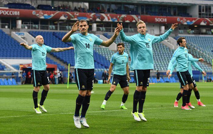 Confederations Cup 2017: il riscaldamento dei giocatori dell'Australia allo stadio di Sochi