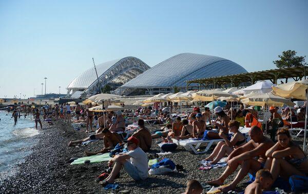Lo stadio Fisht di Sochi e la vicina spiaggia - Sputnik Italia