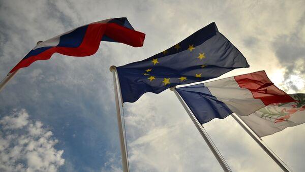 Le bandiere di Russia, UE, Francia - Sputnik Italia