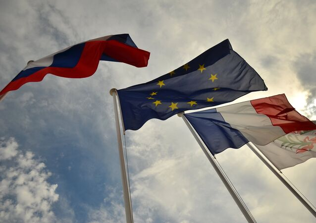 Le bandiere di Russia, UE, Francia