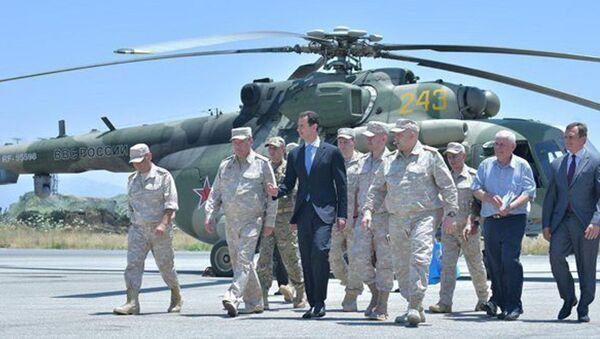 Presidente siriano Assad in visita a base militare russa di Hmeymim - Sputnik Italia