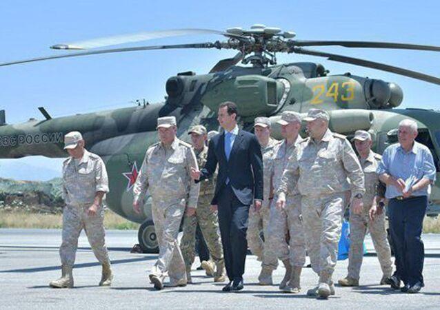 Presidente siriano Assad in visita a base militare russa di Hmeymim