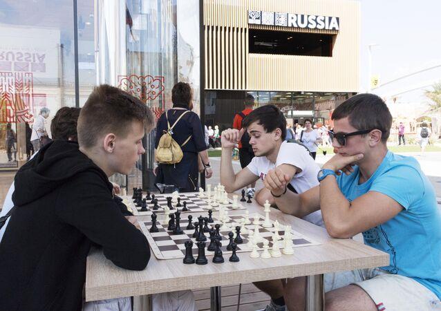 Partita a scacchi al padiglione russo di EXPO 20154