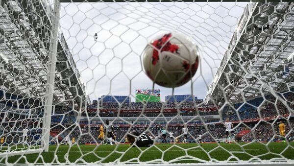 Un pallone si insacca nella porta dello stadio Fisht di Sochi - Sputnik Italia