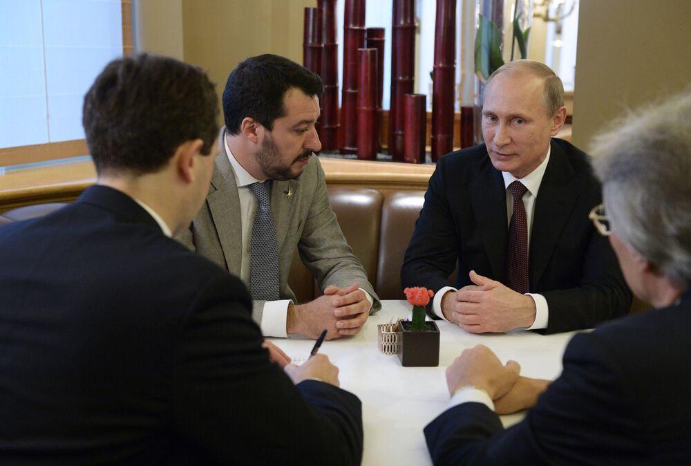 Il presidente russo Vladimir Putin e il leader del partito politico italiano a Lega Matteo Salvini