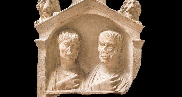 Stele con coppia di coniugi Terzo quarto I secolo d.C.