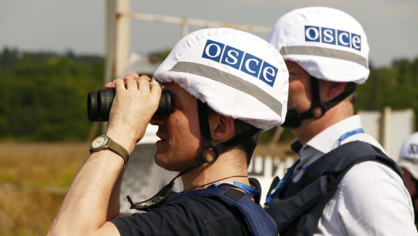 OSCE inspectors examine the territory of the Donetsk filter plant, situated on the contact line between Yasinovataya and Avdeyevka in Donbass, which was heavily shelled by the Ukrainian army - Sputnik Italia