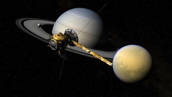 La sonda cassini con Saturno e Titano - Sputnik Italia