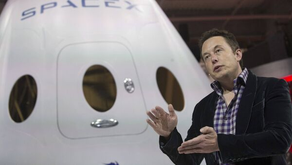 SpaceX CEO Elon Musk speaks after unveiling the Dragon V2 spacecraft in Hawthorne, California, US on May 29, 2014. - Sputnik Italia