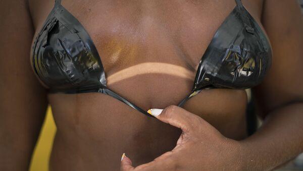 Una ragazza in bikini - Sputnik Italia
