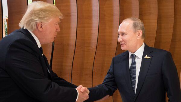 Donald Trump e Vladimir Putin - Sputnik Italia