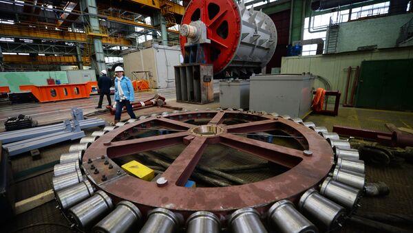Un macchinario dello stabilimento UralMashZavod di Ekaterinburg - Sputnik Italia