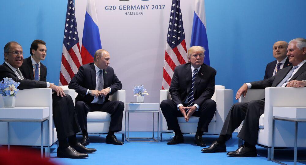 Il presidente USA Donald Trump incontra il presidente russo Vladimir Putin al vertice G20.