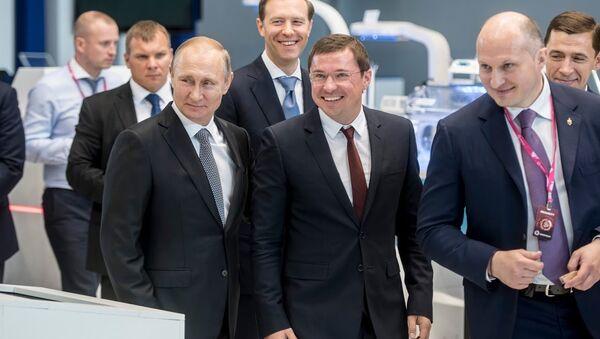 Vladimir Putin a INNOPROM 2017 - Sputnik Italia
