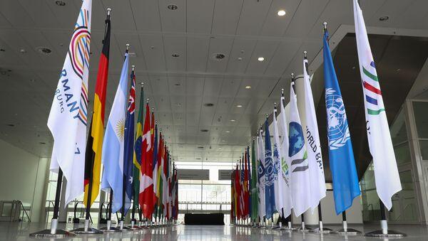 Le bandiere dei paesi che prendono parte al vertice G20 ad Amburgo. - Sputnik Italia
