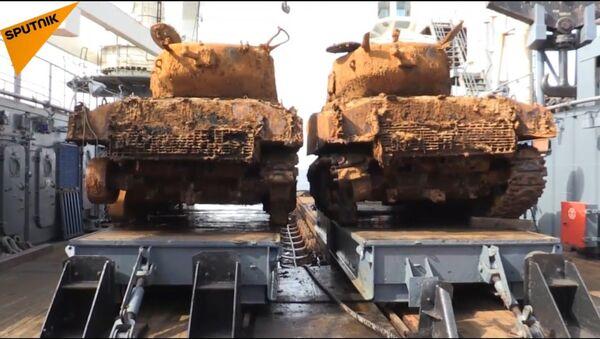 Due carri armati americani della Seconda guerra mondiale sono stati portati in superficie dalle profondità del Mare di Barents dove giacevano presumibilmente dal 1945. - Sputnik Italia