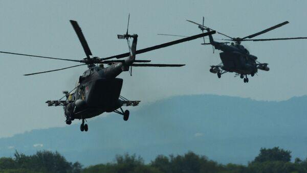 Вертолеты Ми-8 АМТШ во время учений отдельного вертолетного полка на аэродроме Черниговка в Приморском крае - Sputnik Italia