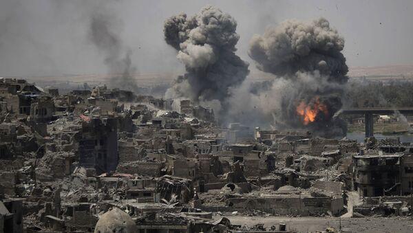 Авиаудары по боевикам ДАИШ в районе Старого города в Мосуле, Ирак - Sputnik Italia