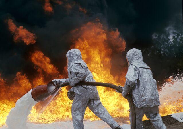 Vigili del fuoco spengono incendio