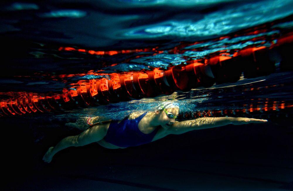 La fotografia russo Konstantin Chalabov Allenamento di Daria Shivarova, 3° posto al Concorso Internazionale di fotogiornalismo in memoria di Anrej Stenin nella categoria Sport, serie.