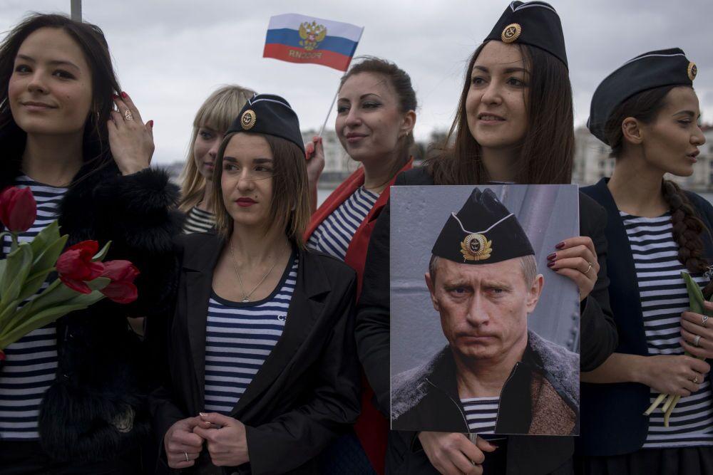 La fotografia del russo Mikhail Mordasov La Crimea un anno dopo l'unificazione con la Russia 2° posto al Concorso Internazionale di fotogiornalismo in memoria di Anrej Stenin nella categoria Notizie Principali. Serie