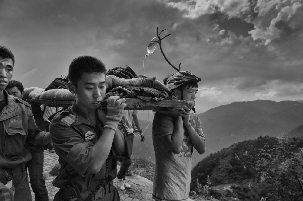 La fotografia del cinese Guanguan Liu Yunan Ludian earthquack, 3° posto al al concorso internazionale di fotogiornalismo in memoria di Andrej Stenin nella categoria Notizie Principali - Foto Unica