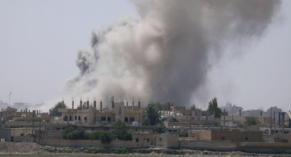 Bombardamenti su Raqqa (foto d'archivio)