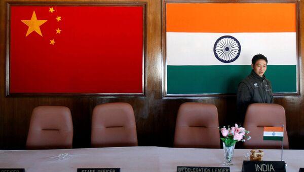 Le bandiere di Cina e India - Sputnik Italia
