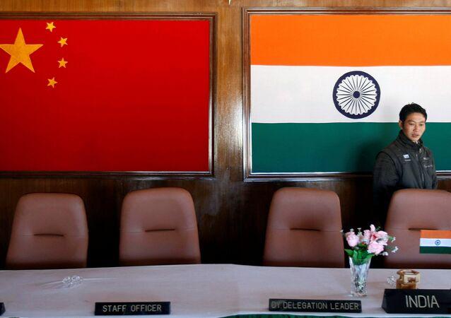 Le bandiere di Cina e India