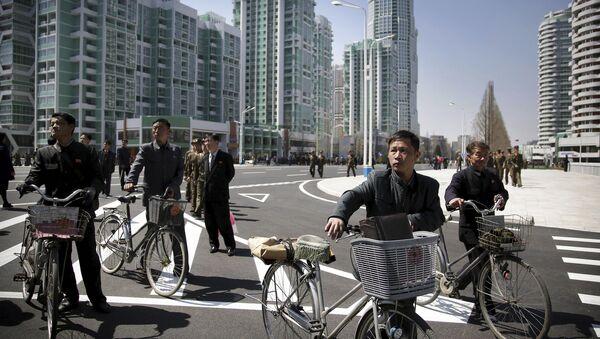 North Korean men push their bicycles along Ryomyong residential area, a collection of more than a dozen apartment buildings, on Thursday, April 13, 2017, in Pyongyang, North Korea. - Sputnik Italia