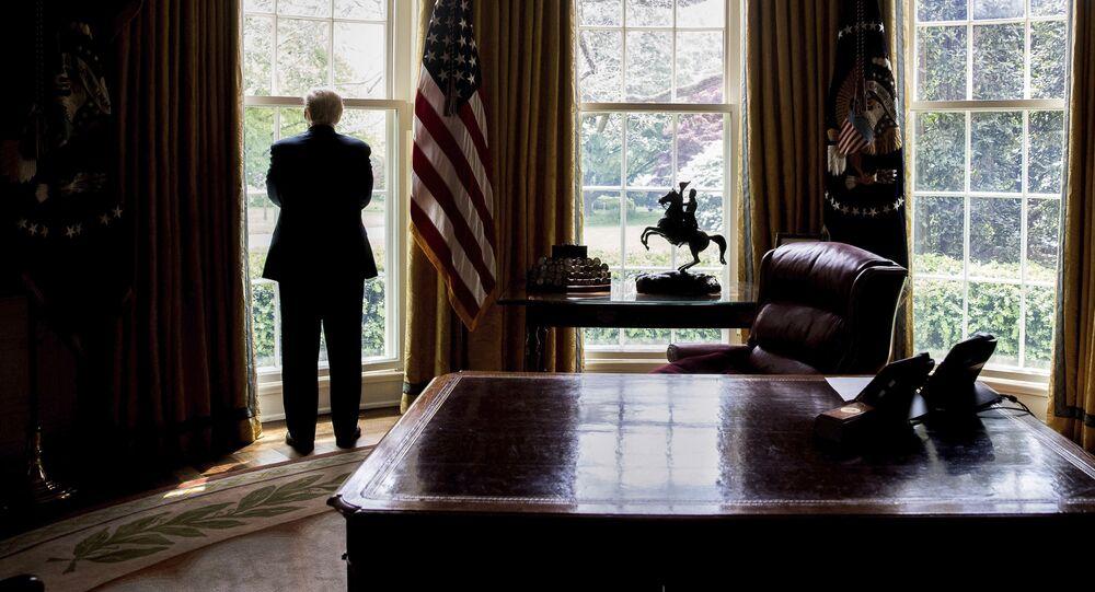 Donald Trump nello Studio Ovale