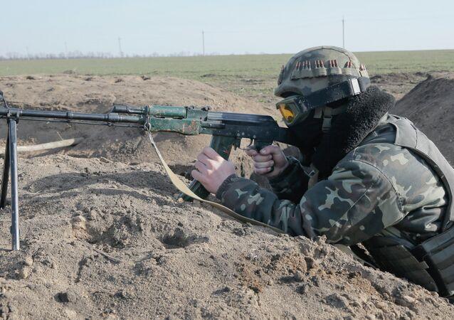 Soldato ucraino nel Donbass (foto d'archivio)