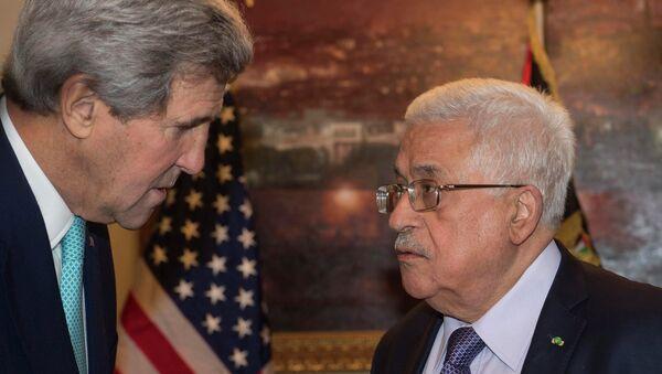Госсекретарь США Джон Керри на встрече с президентом Палестинской автономии Махмудом Аббасом 13 ноября 2014 - Sputnik Italia