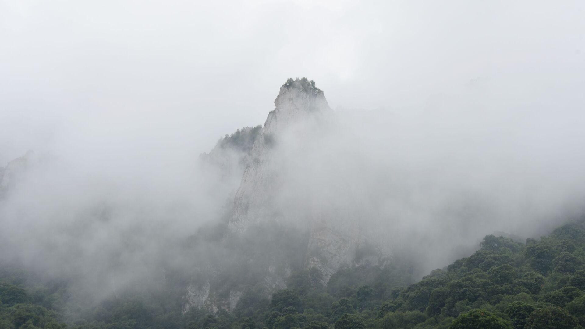 La nebbia in montagna, Cecenia, Russia - Sputnik Italia, 1920, 13.06.2021