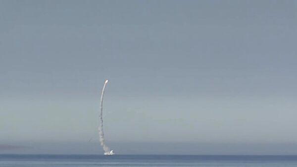 Lancio di missili Kalibr dal sottomarino Severodvinsk - Sputnik Italia