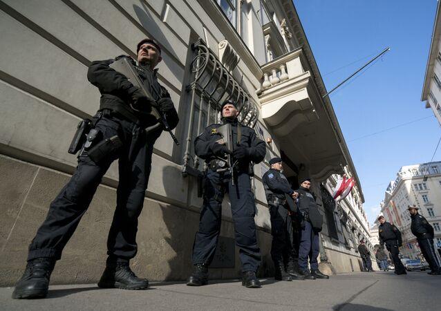 Agenti della polizia austriaca